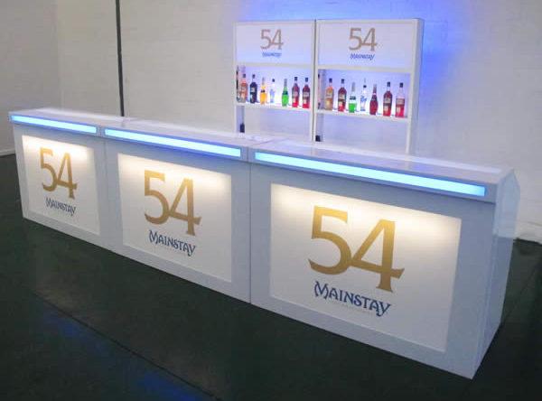 4.5m White Versa & 2 Display
